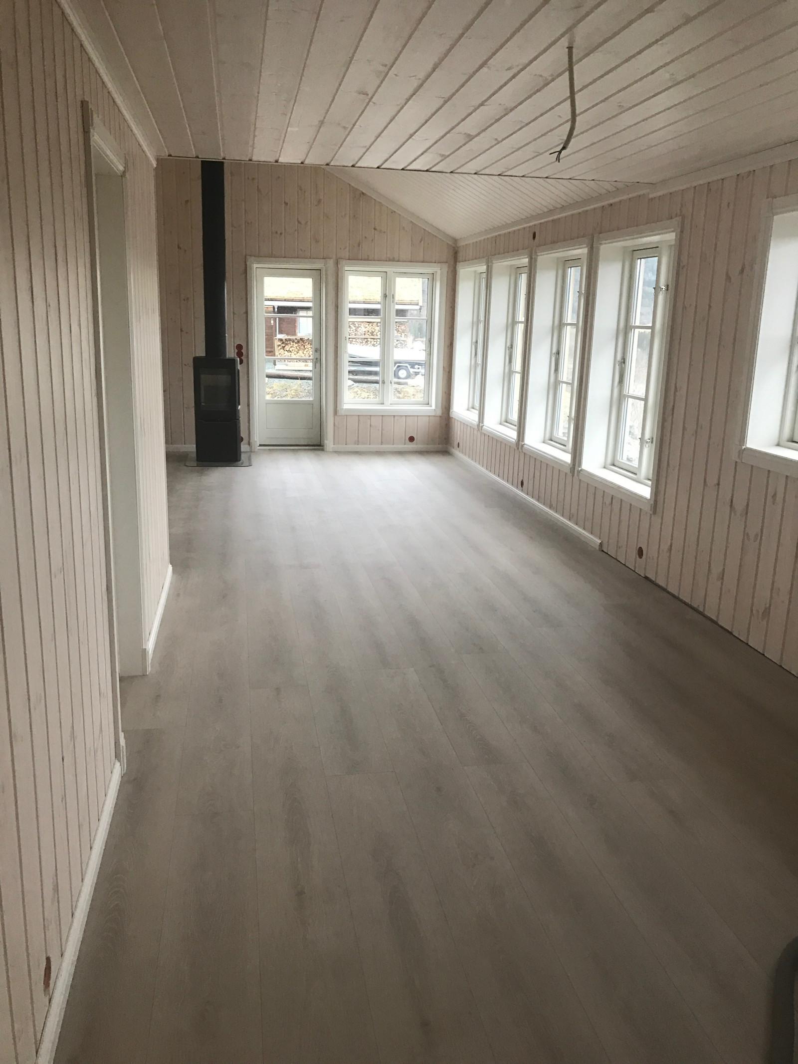 Bilde fra tilsvarende hytte fra en annen tomt, kundetilpasninger kan forekomme.