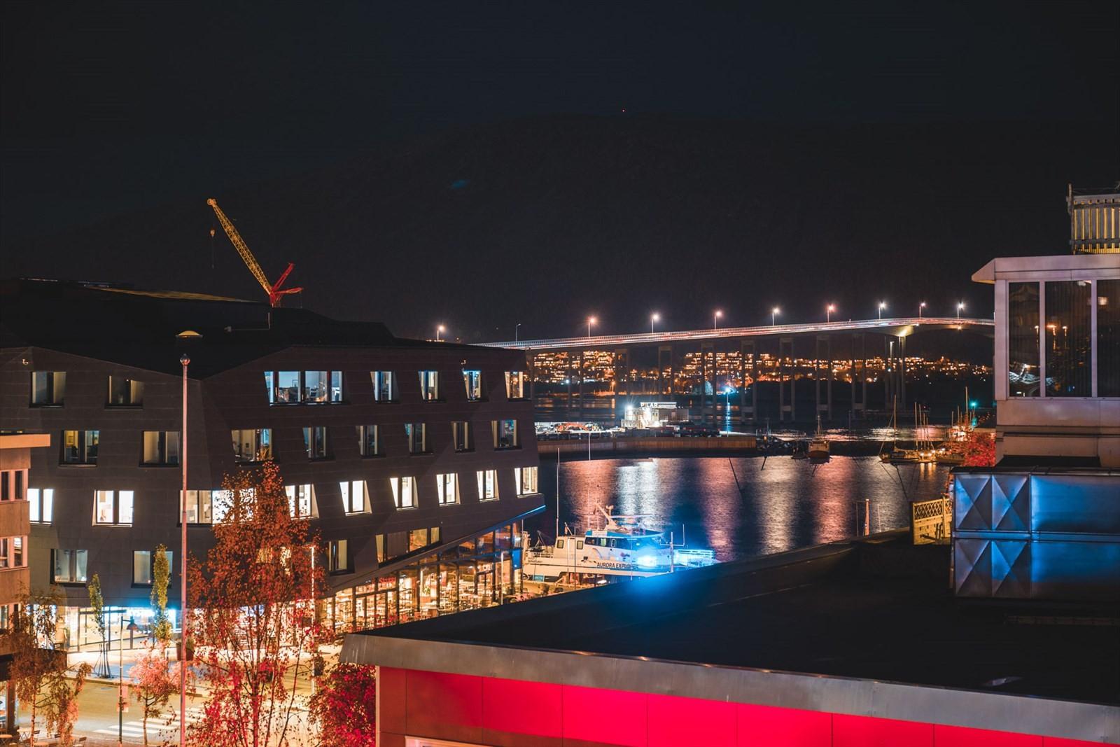 Fra verandaen nytes fantastisk utsikt over indre havn