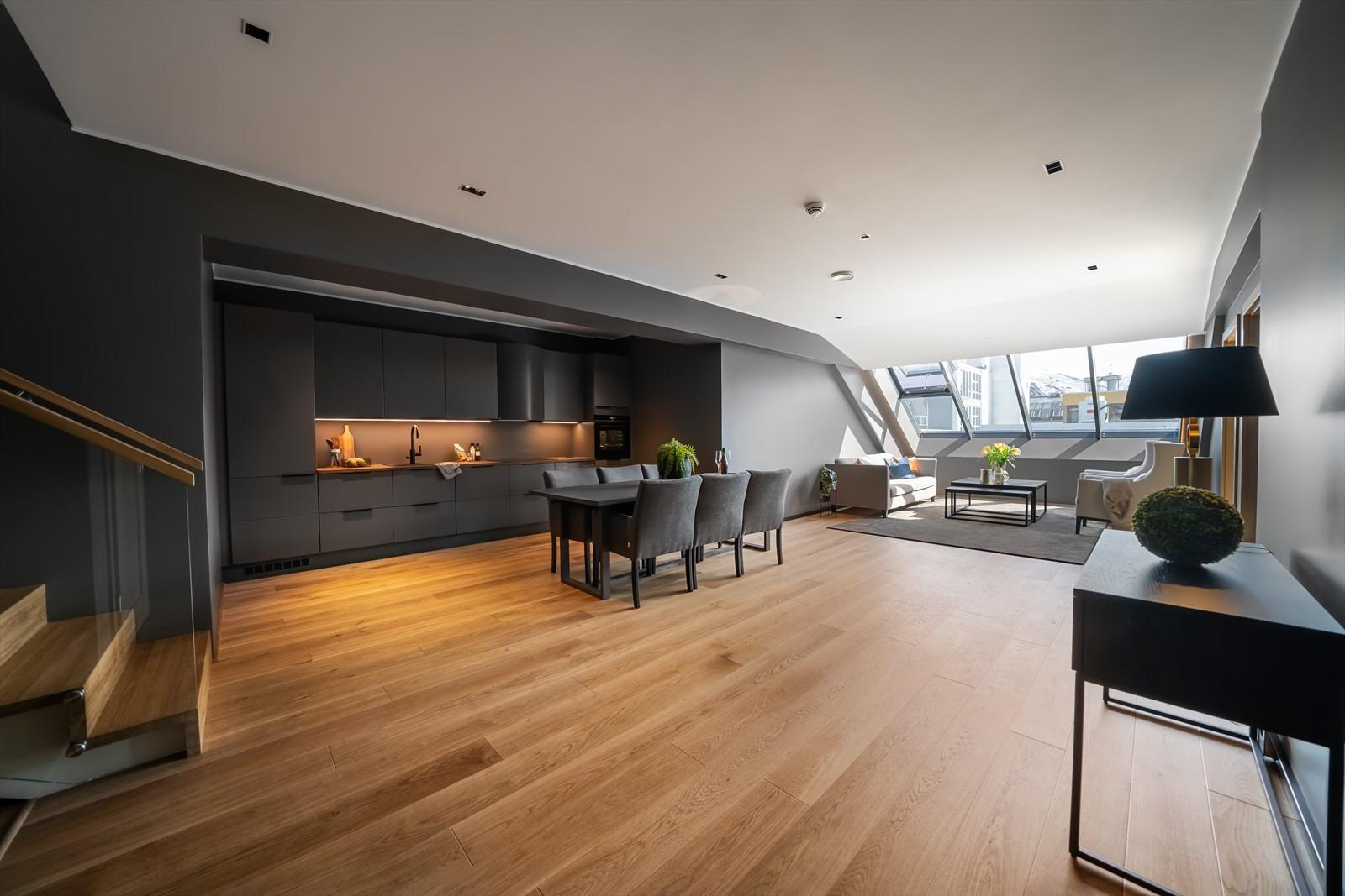 Stuen og kjøkkenet er på hele 51m2