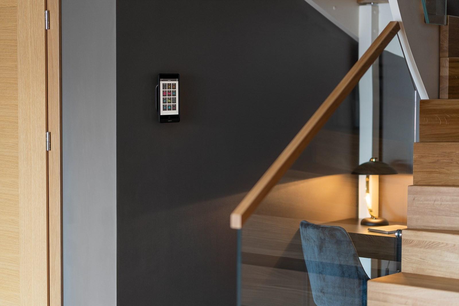 Smarthusløsning gjør at alt kan styres via mobil og med IPad plassert på vegg
