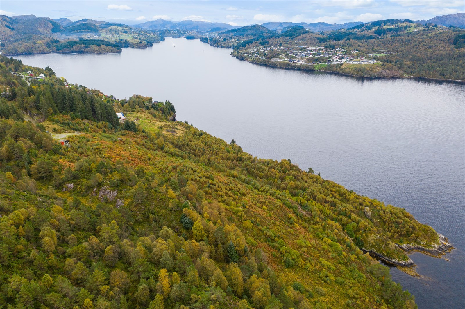 Oversiktsbilde innover Radsundet i retning Radøy