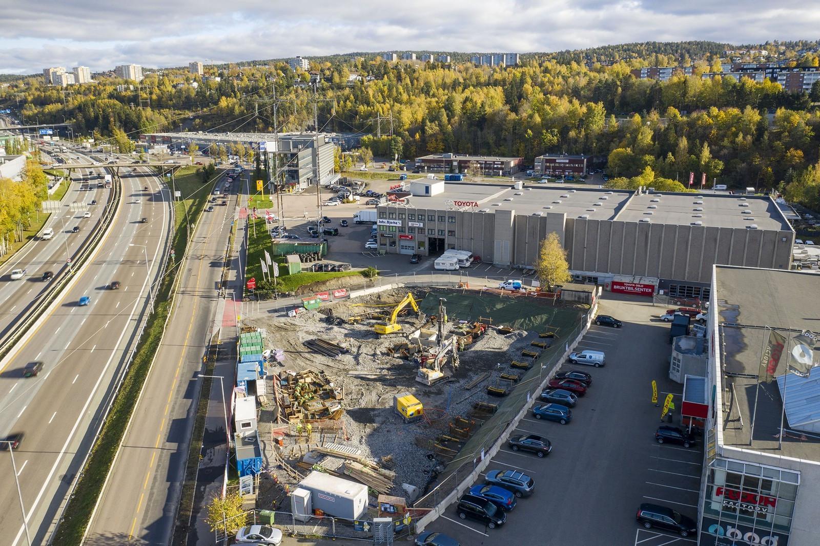 I naboeiendommene er blant annet Bavaria Oslo, Plantasjen, Staples, Coop OBS Bygg, Power mfl. etablert