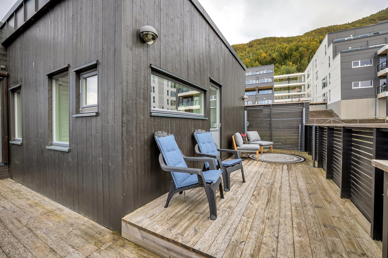 Solrik og lun terrasse