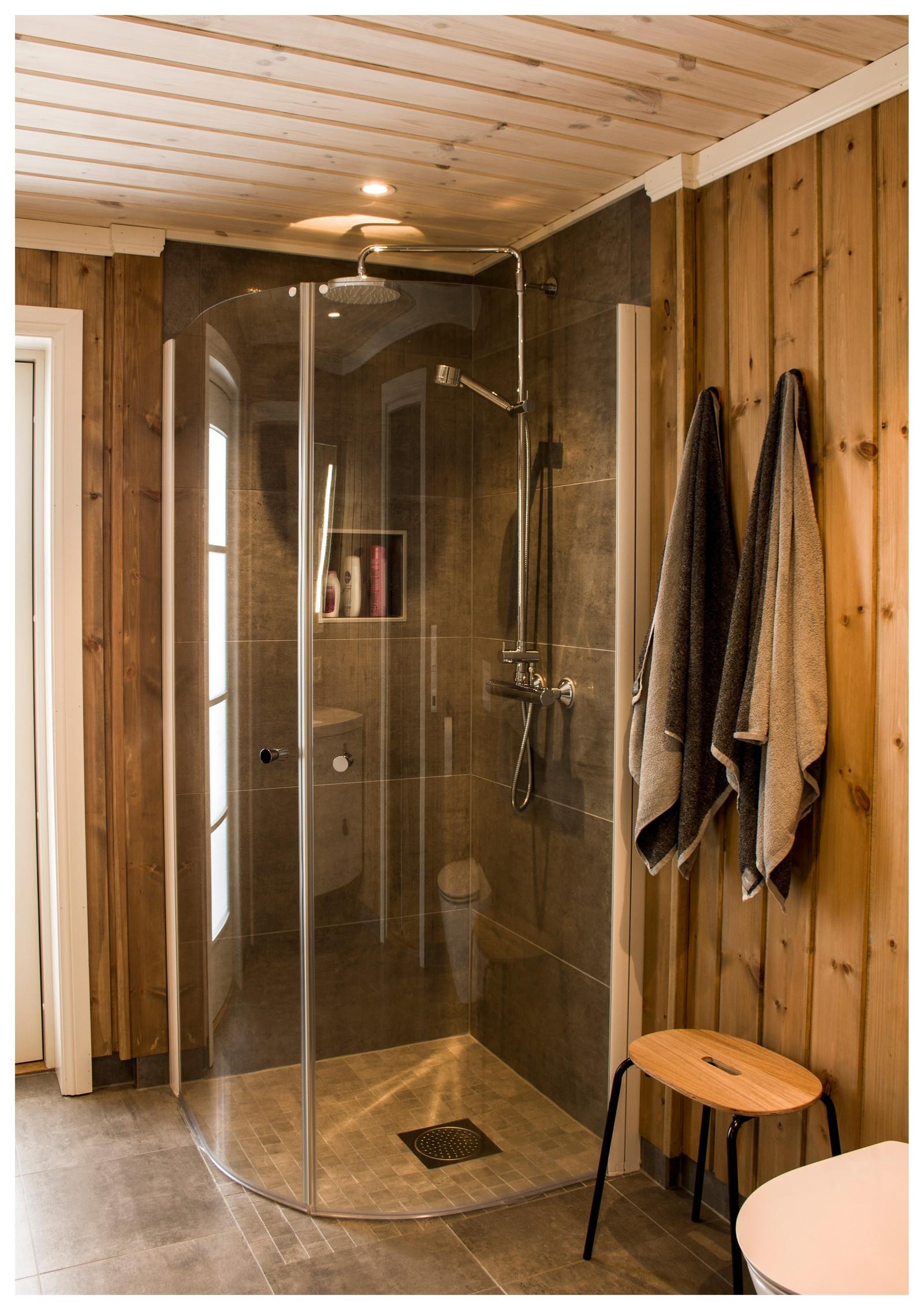 Kunde tilpasset bad med dusj nisje.