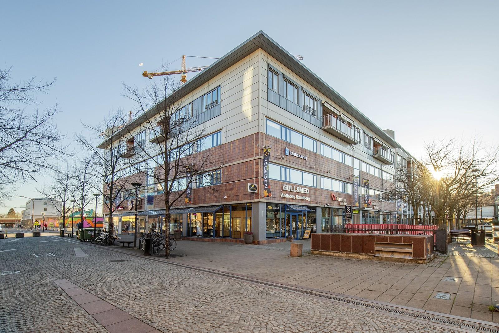 Beliggende i 2. etasje - rett ved Lillestrøm Torv og Meierikvartalet