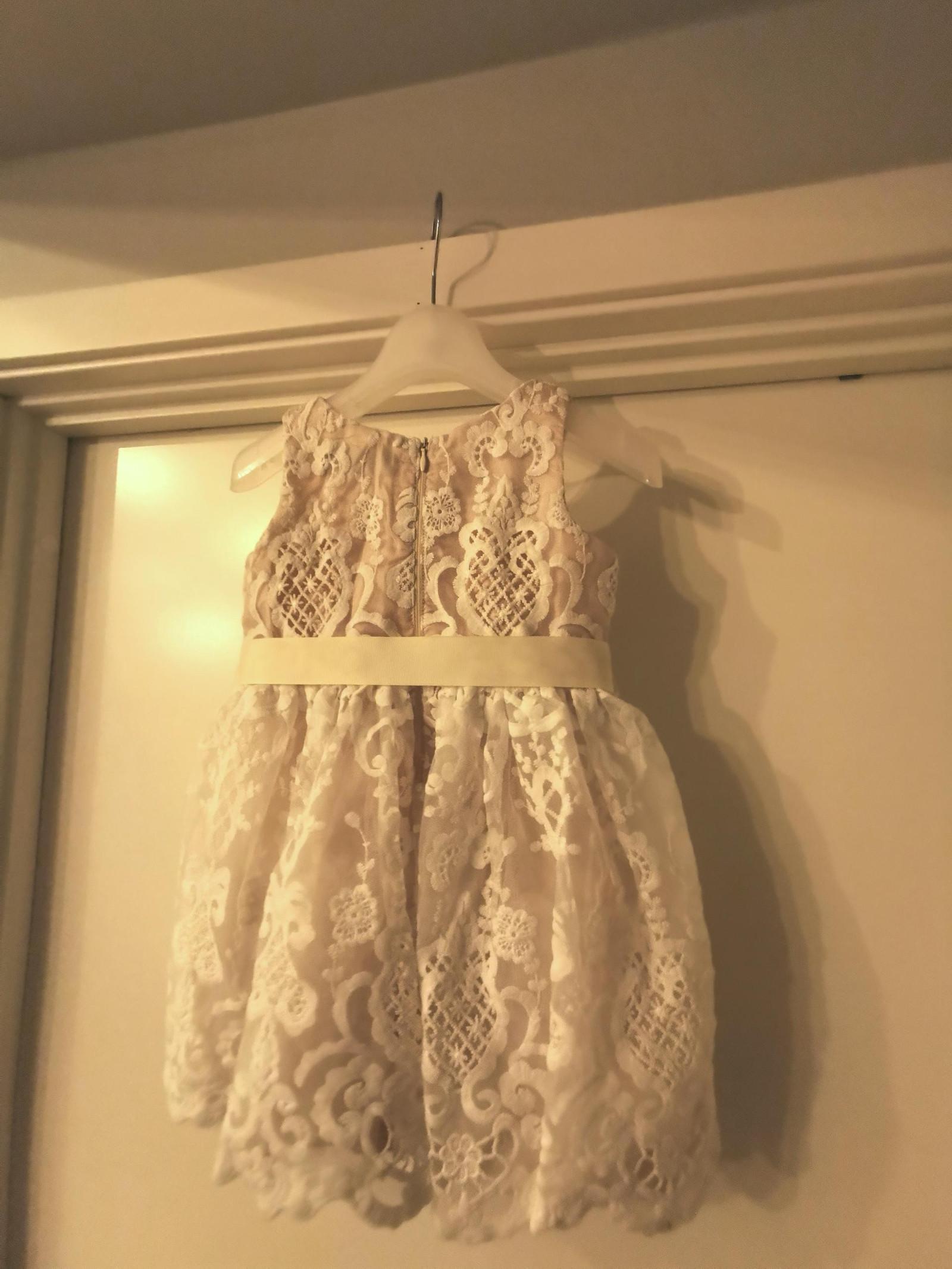 Kjole, blomsterpikekjole størrelse 98 | FINN.no