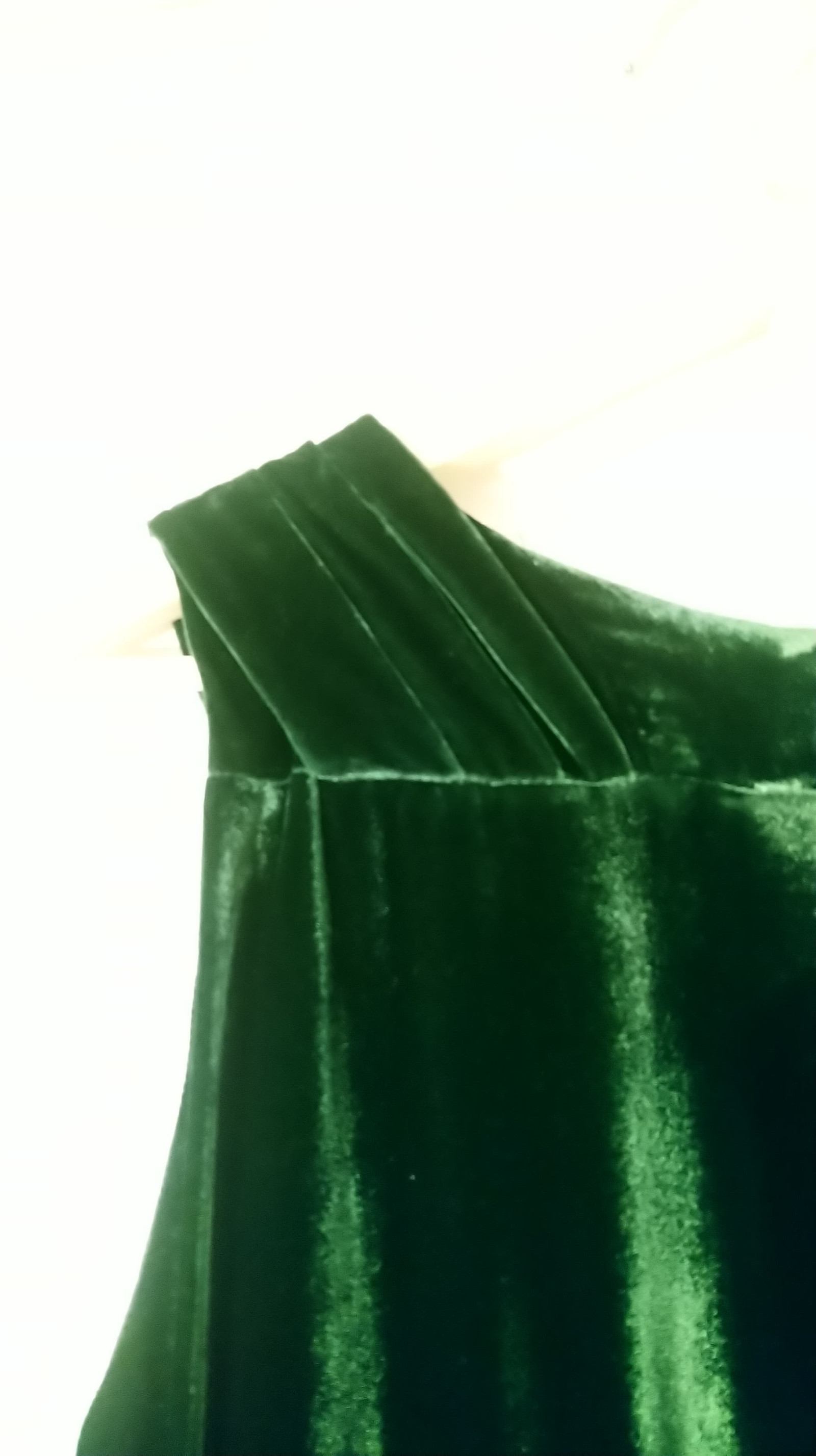 Nydelig grønn kjole i fløyel selges!   FINN.no