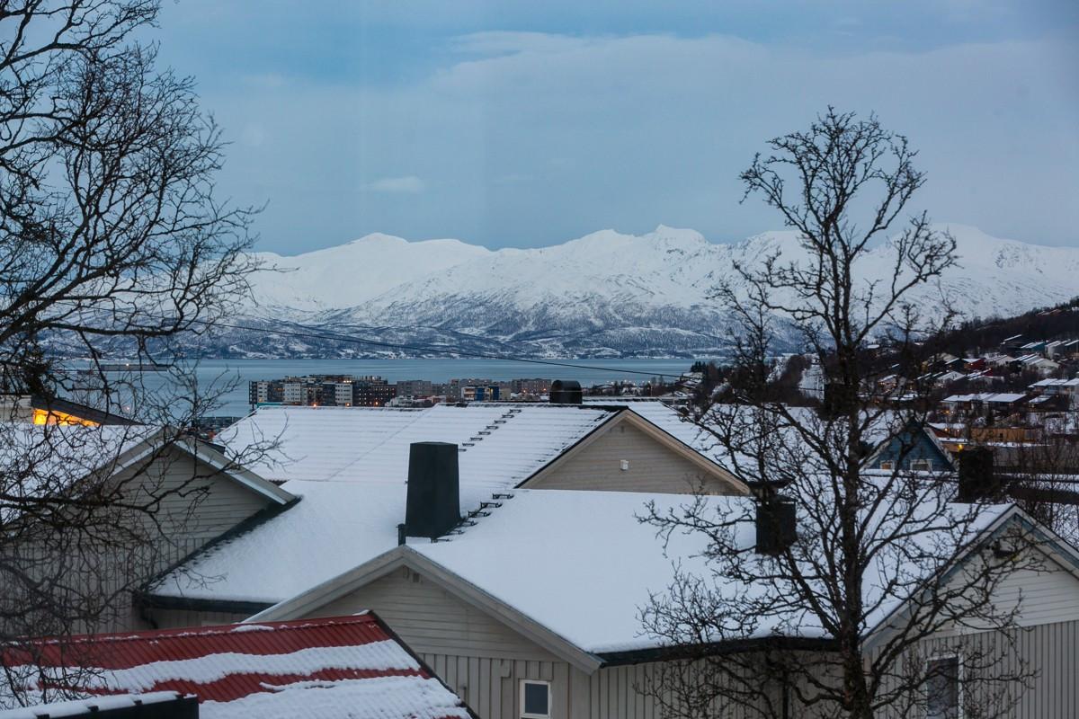 Boligen har attraktiv beliggenhet i i Tromsdalen, med flott utsikt og kort vei til servicetilbud
