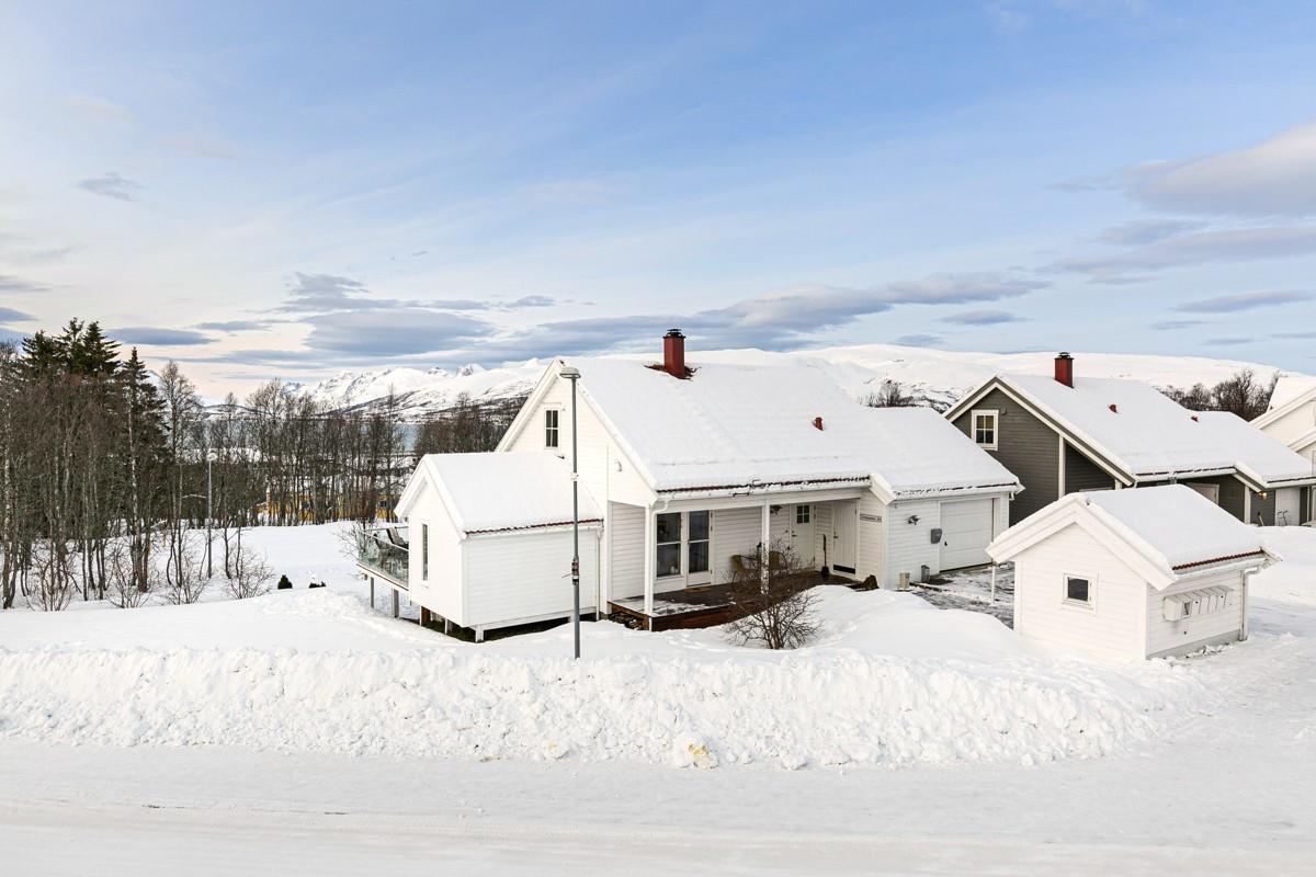 Enebolig med garasje og utleie på Tromsøs vestside!