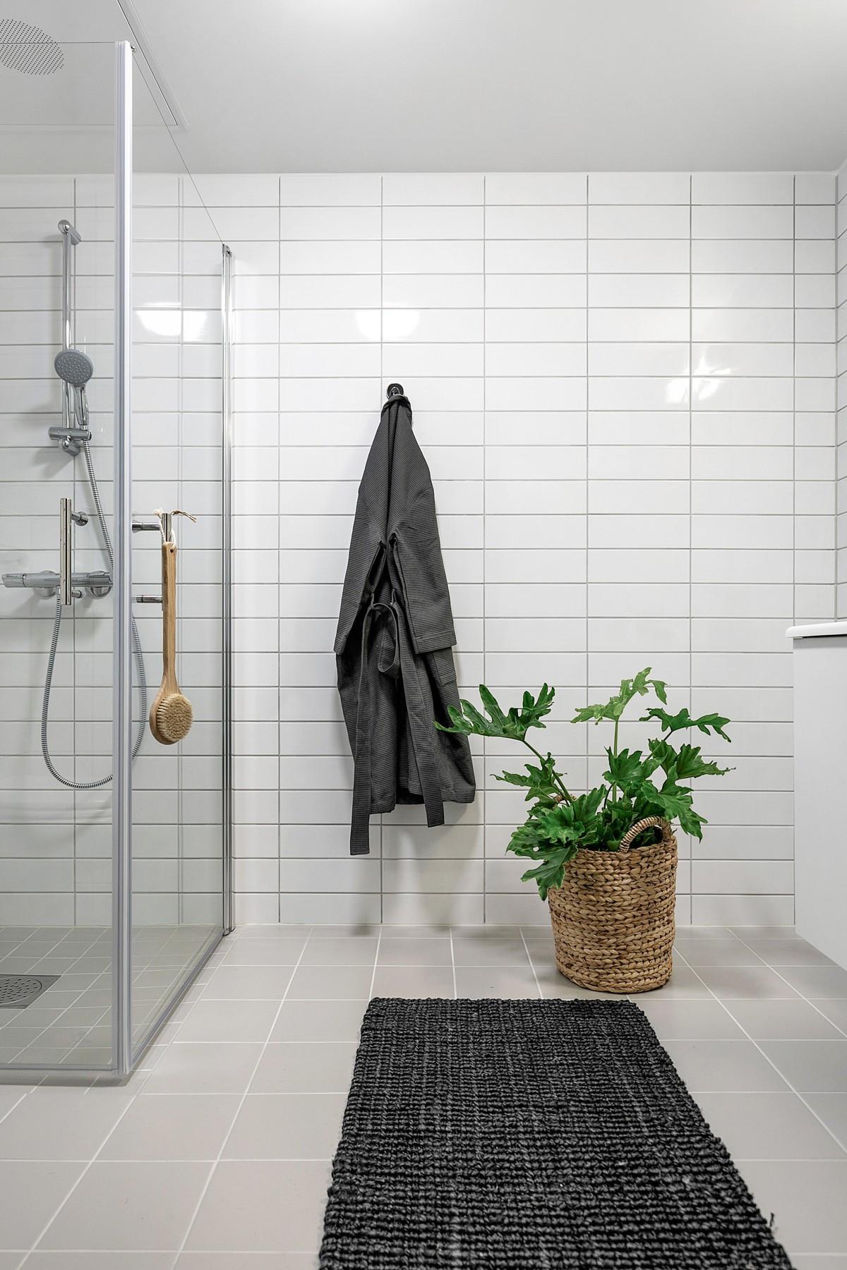 Komplett fliselagt baderom med varme i gulv