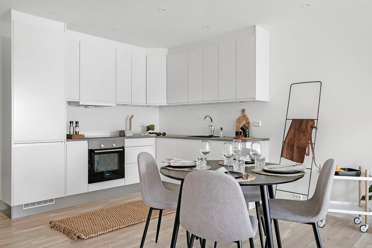 Moderne kjøkkeninnredning med integrerte hvitevarer fra Siemens