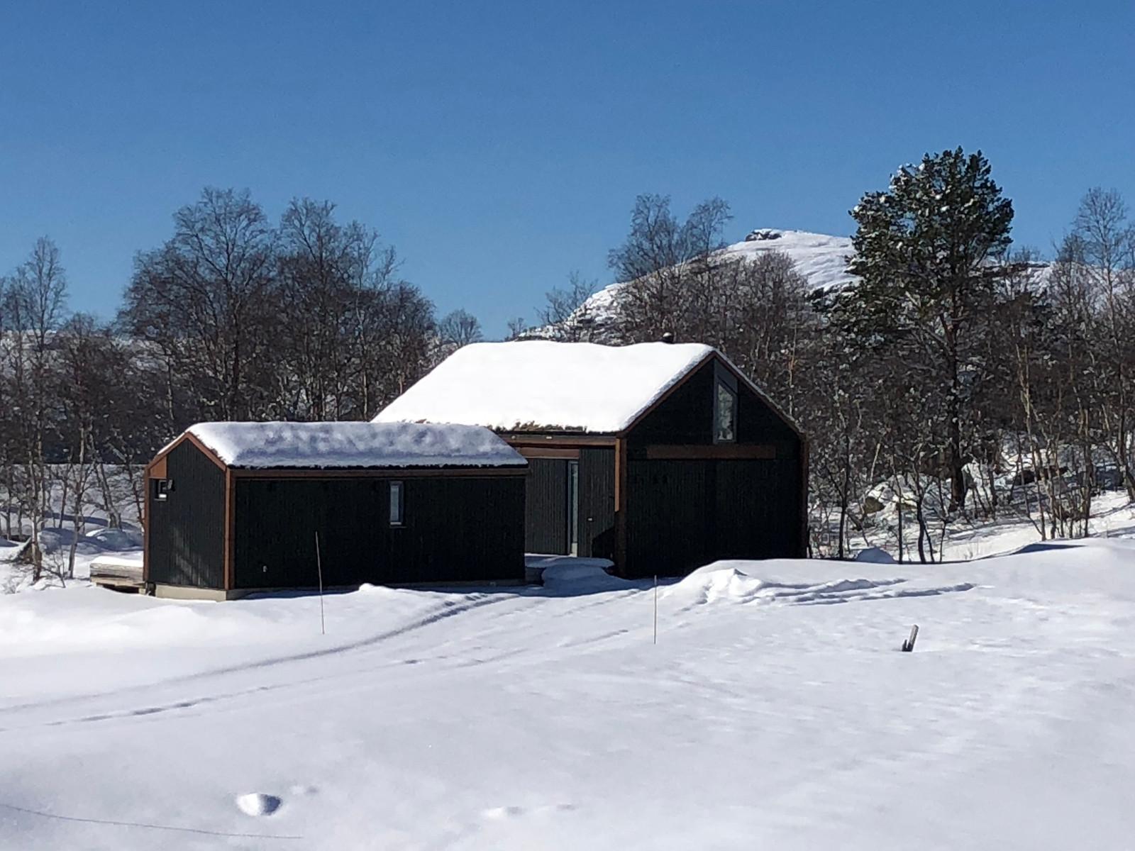 En annen hytte på Hattevarden.  Fra Hattevarden Knaben, og de fantastiske omgivelsene  - Dette er fjellet i Norge på sitt aller beste!
