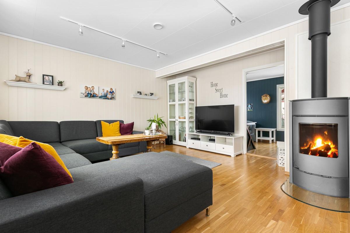Ønsker man å utvide stuen kan soverommet enkelt inkluderes ved å fjerne lettvegg.