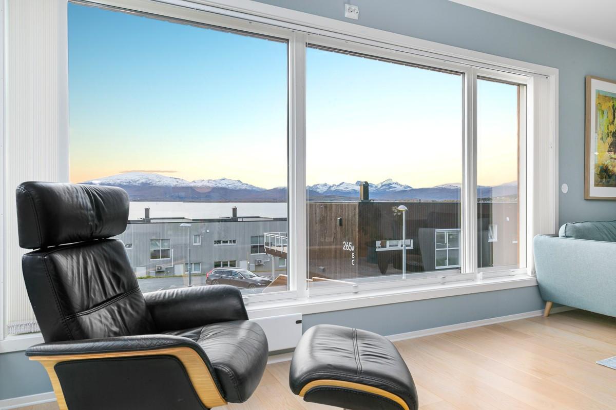 Store vindusflater i stue