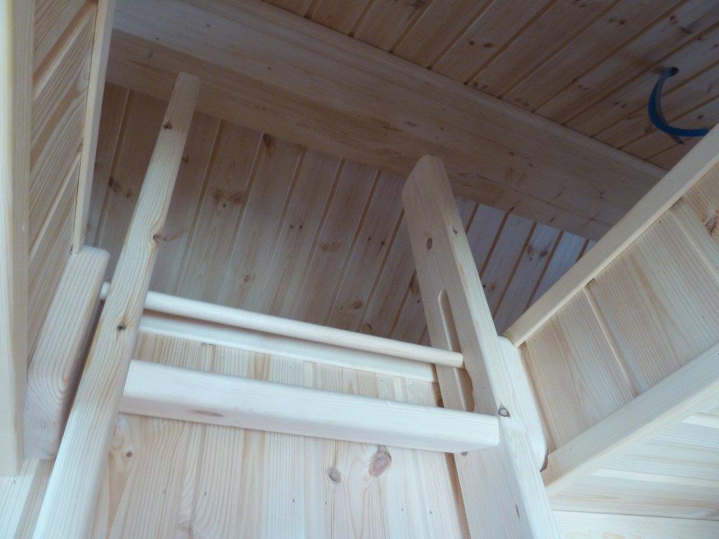 Fra en tilsvarende hytte. Kundetilpasninger kan forekomme. Inntil 6 soverom og mye vinduer.