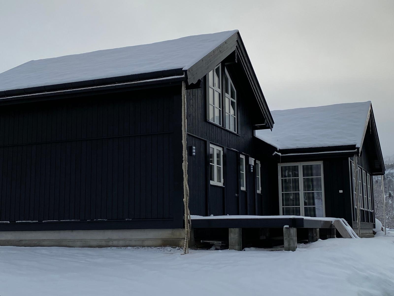 Bilde av en tilsvarende Beitostølen hytte som er bygget på feltet.  Med mange soverom og lyse stuer med flott utsikt er for mange drømmehytten på fjellet. Hytten har noen kundetilpasninger og tilvalg.