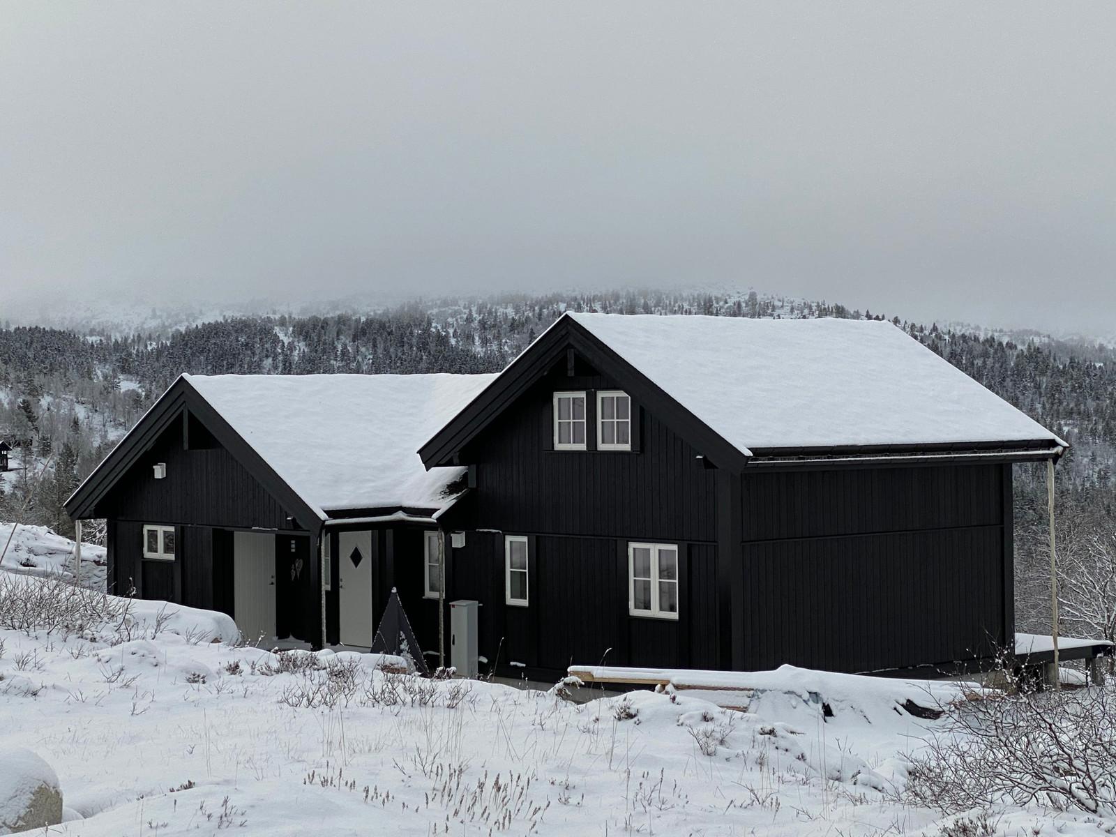 Bilde av en tilsvarende Beitostølen L 6,2 hytte som er bygget på feltet.  Med mange soverom og lyse stuer med flott utsikt er for mange drømmehytten på fjellet. Hytten har noen kundetilpasninger og tilvalg.