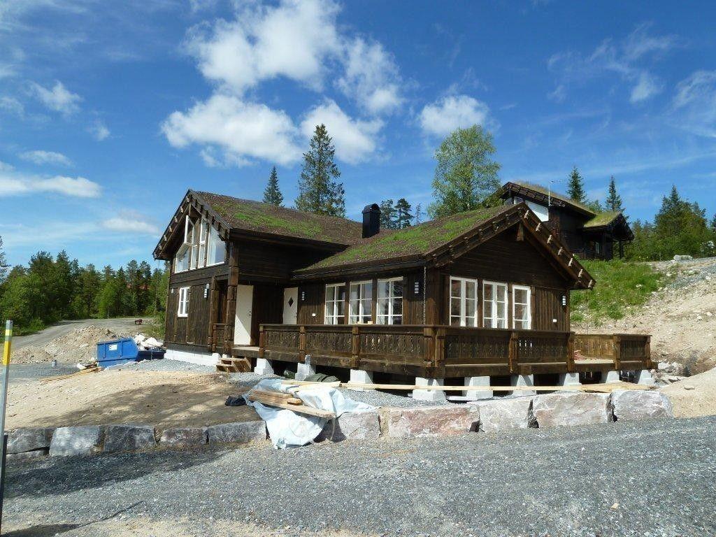 Buen hytte modell KIKUT PANORAMA med inntil 6 soverom, stort bad, ekstra WC, bod og mye vinduer gir et flott lys & utsikt. Hytten på bildene kan vise noen kundetilpassede løsninger og tilvalg.