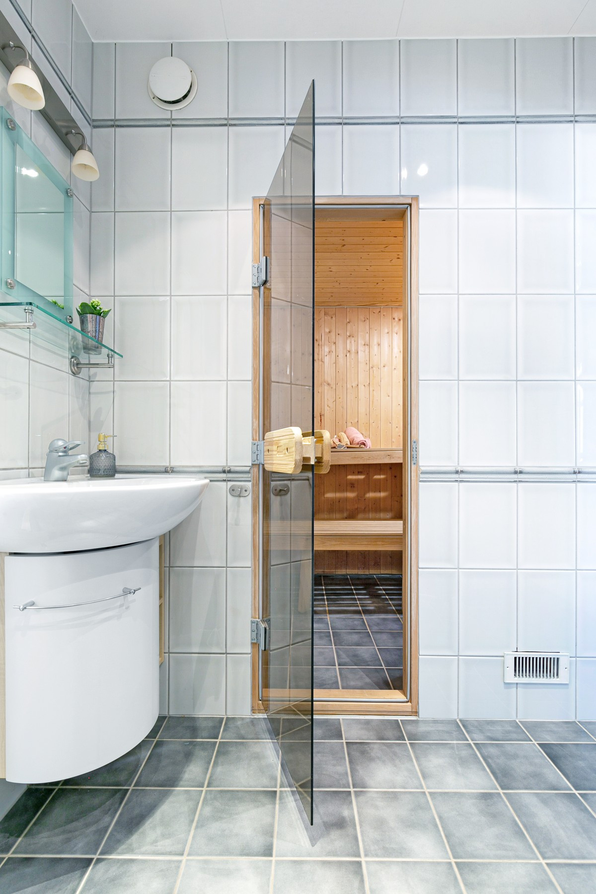 Glassdør inn til badstue