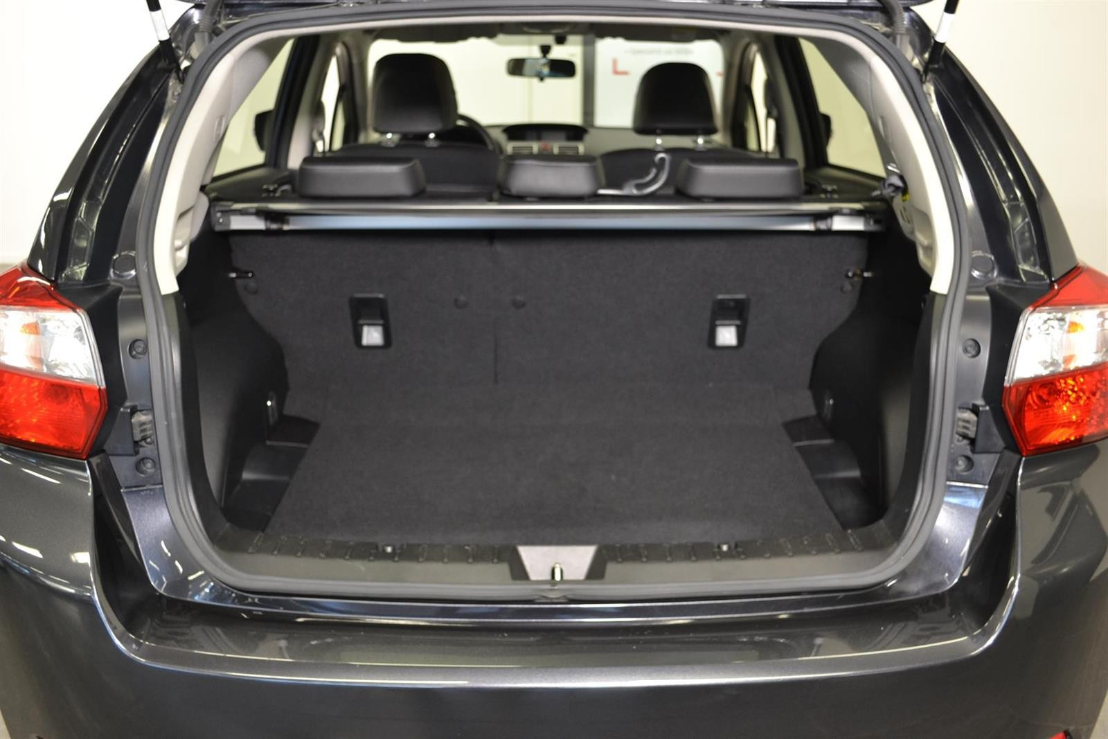 Subaru Impreza Slide 5