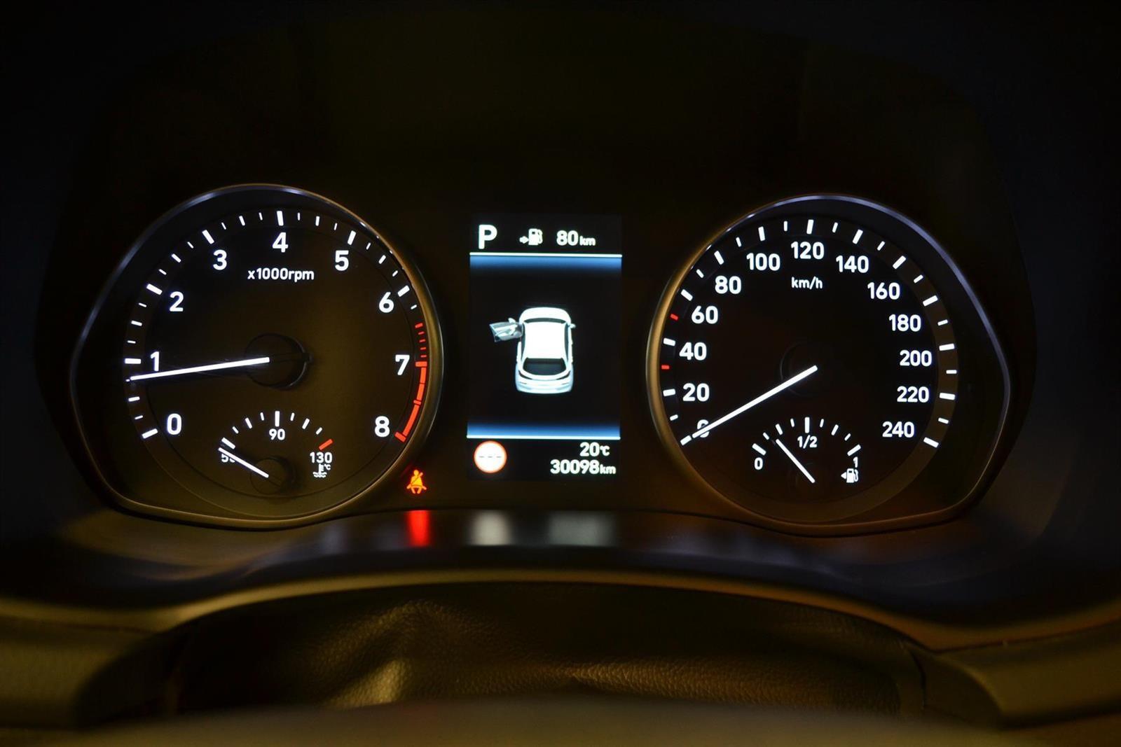 Hyundai i30 Slide 10