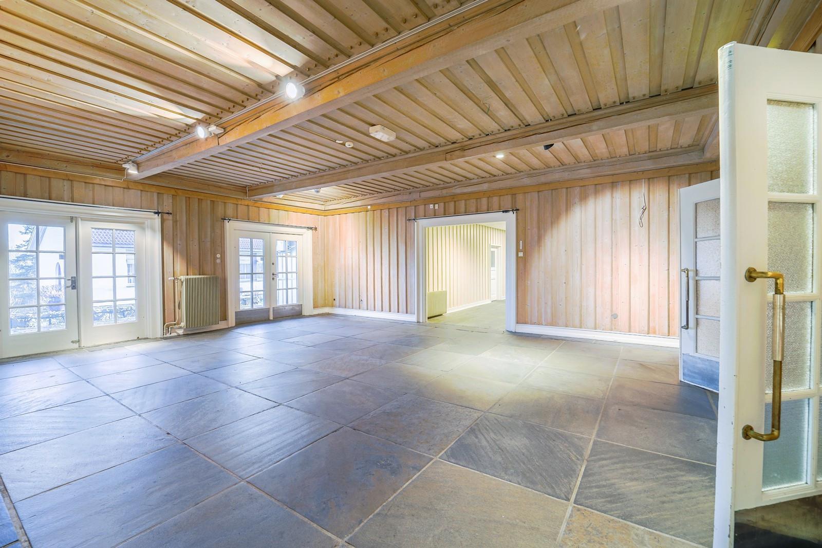 Hallen er stor og lys, men mange bruksområder