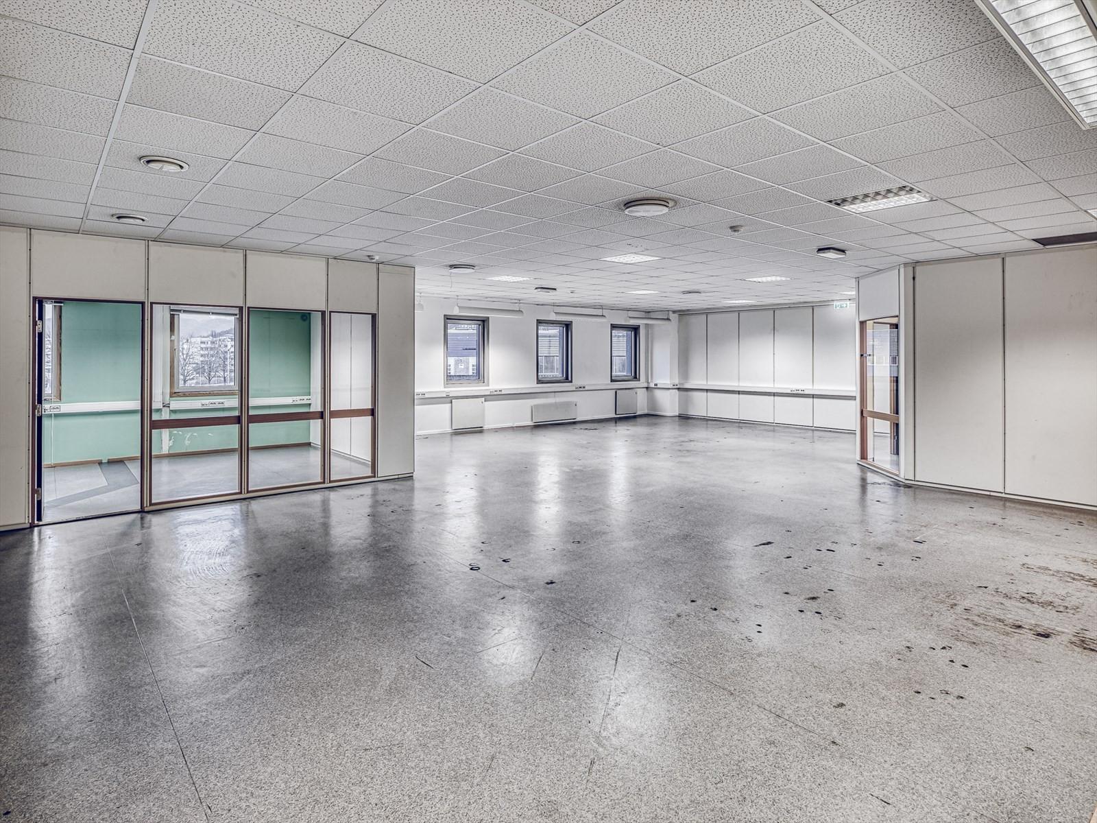 Romslige lokaler som kan tilpasses leietakers krav til standard og størrelse.