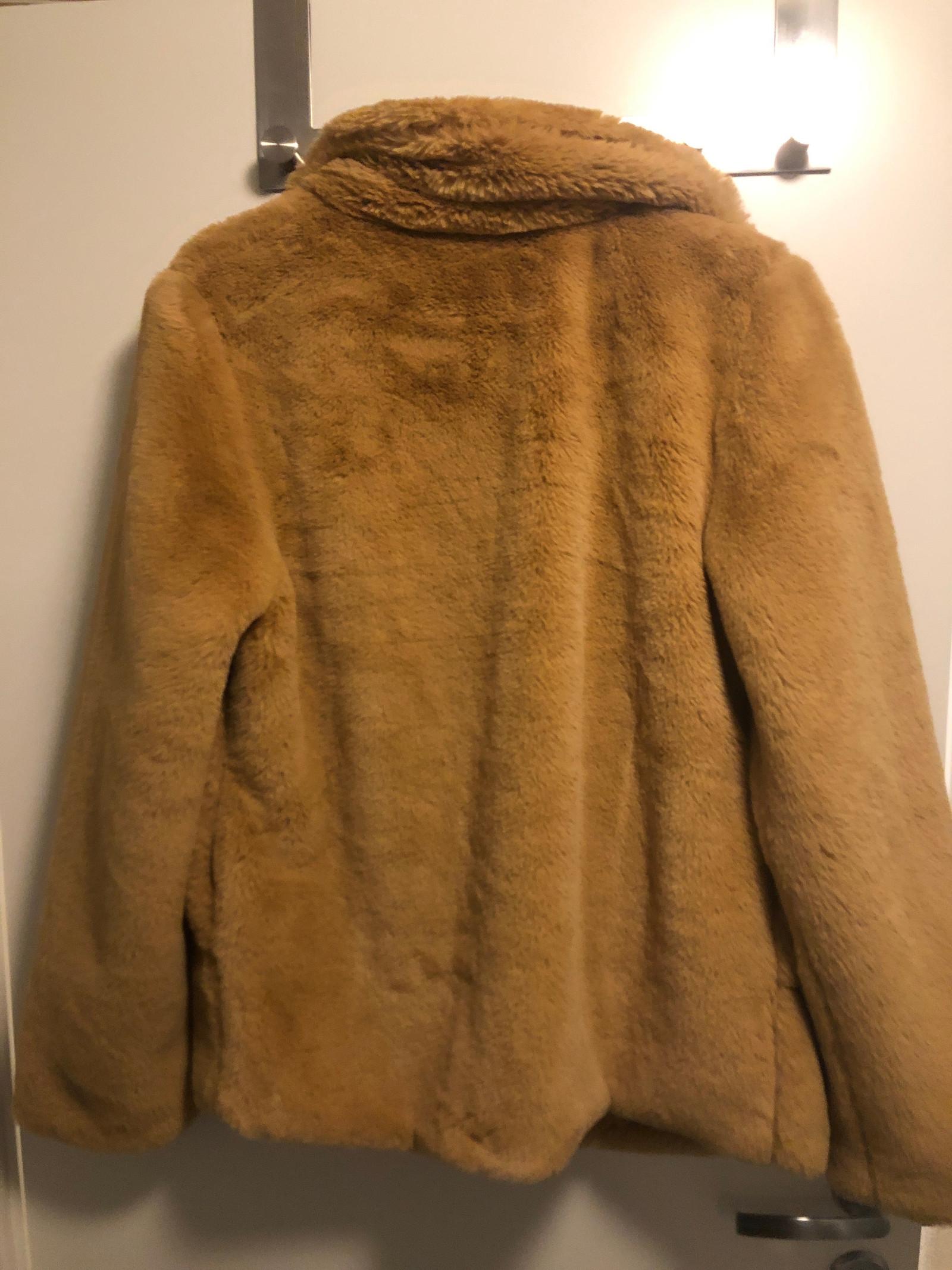 Falsk «pels» jakke fra ichi str 38   FINN.no