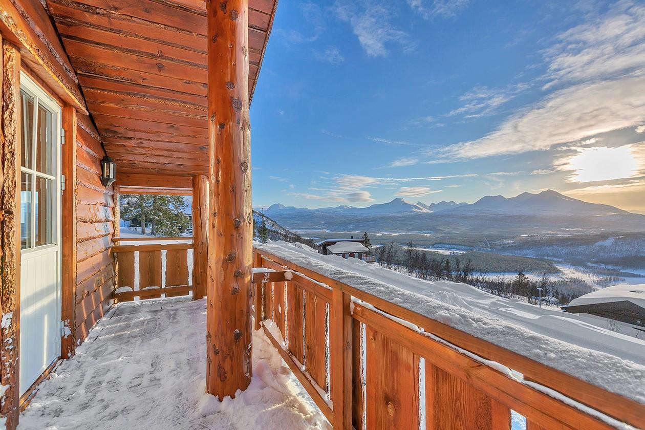Stor balkong med nydelig utsikt og fantastiske solforhold!