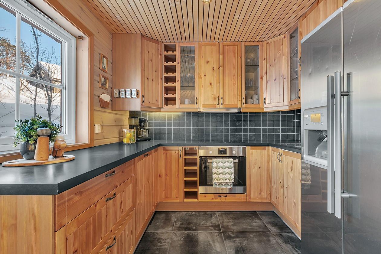 Kjøkken med god plass og god kvalitet på innredninger.