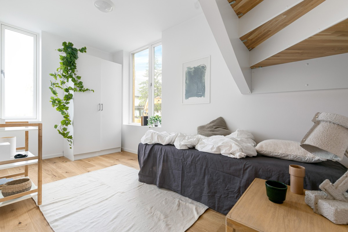 I underetasje er det 2 soverom og bod - soverom 2 har praktisk plassbesparende løsning med inngang via trapperom