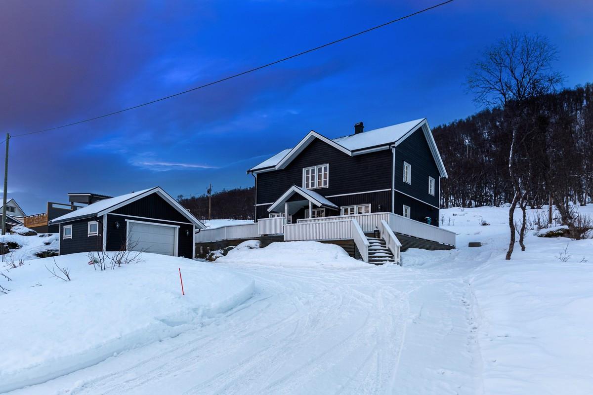 Stilfull og moderne fritidsbolig beliggende på naturskjønne Ringvassøya!