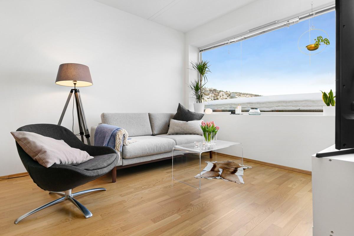 Nymalt og luftig leilighet i 3. etasje med utsikt mot nordøst