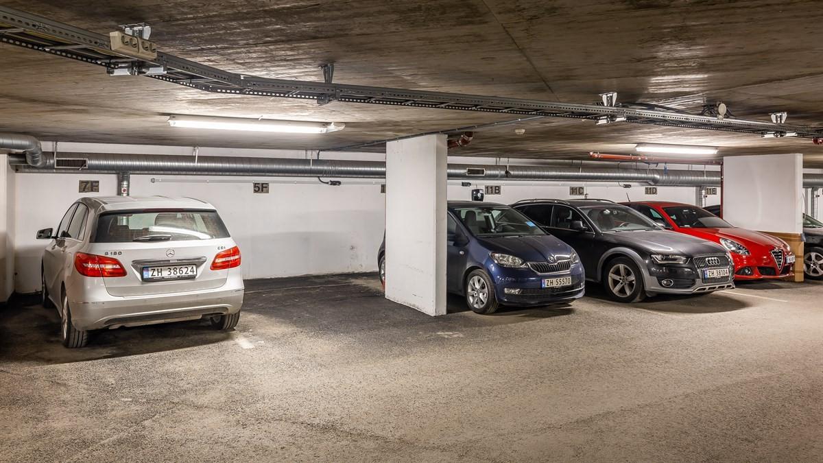 Fast parkeringsplass i parkeringsanlegg