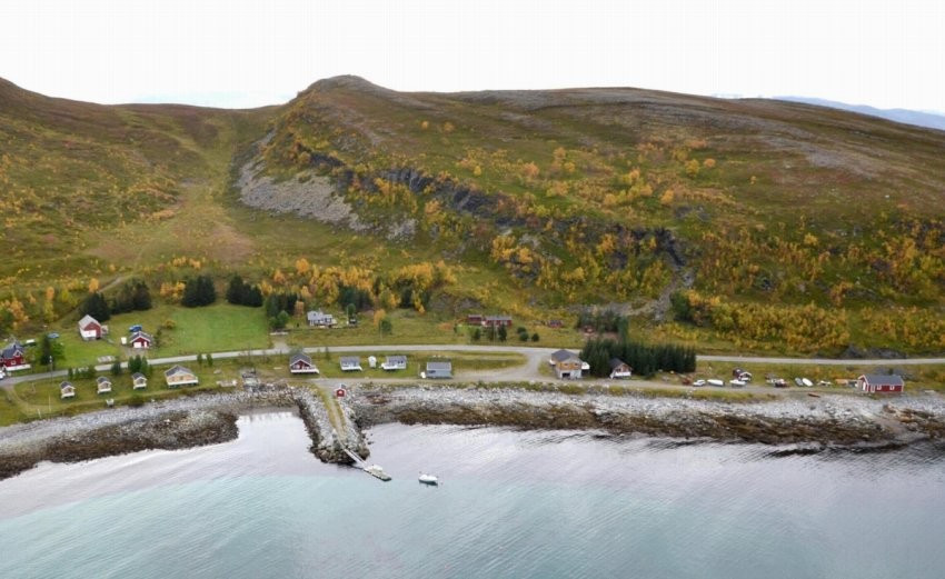 Natuskjønne omgivelser med gode muligheter for fiske og friluftsliv