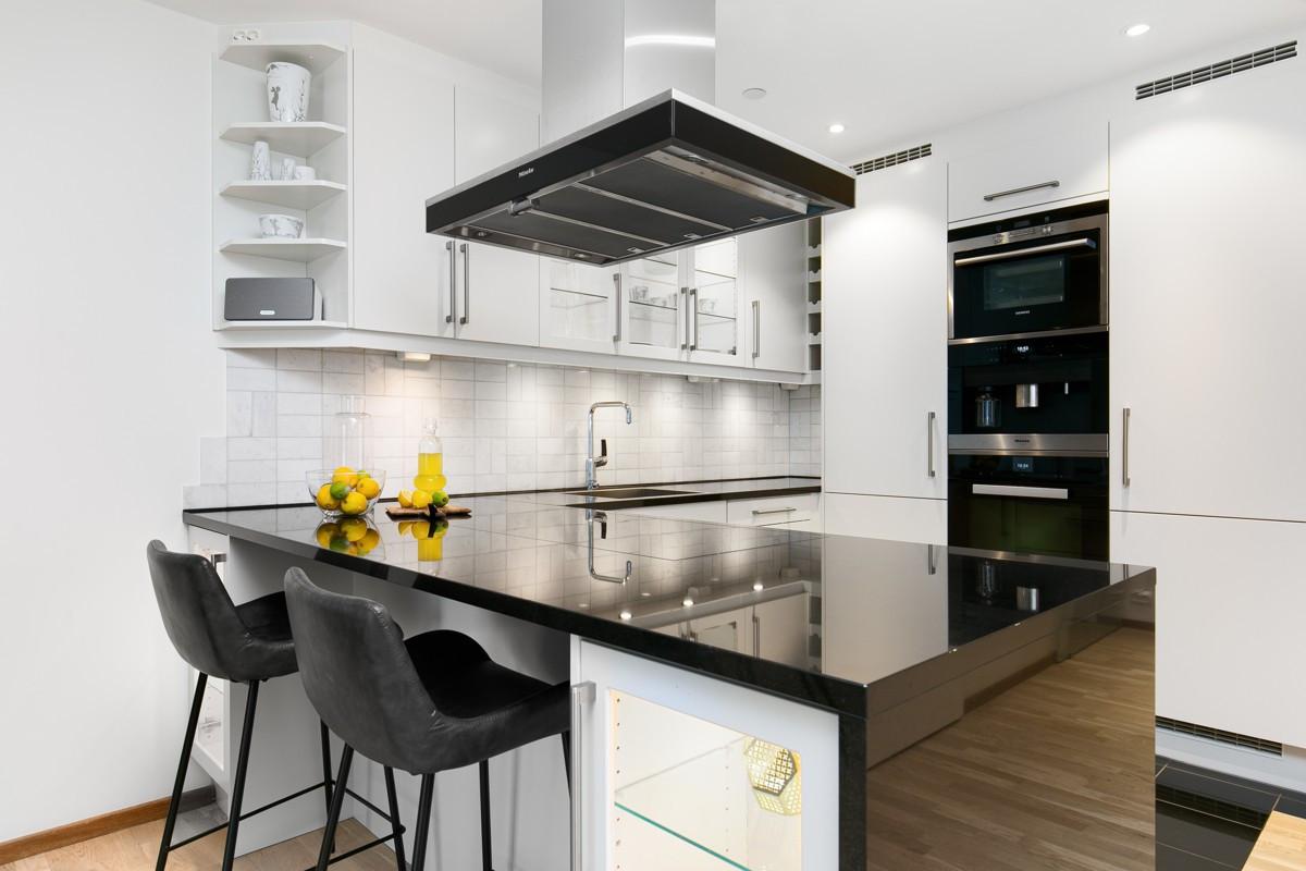 Sigdal UNO kjøkken med integrerte hvitevarer av merkene Miele og Siemens