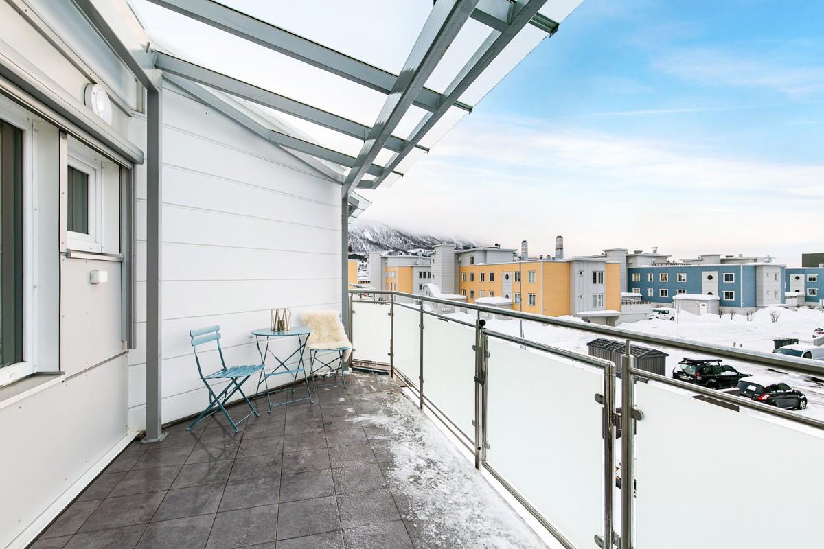 Sørvendt balkong med utgang fra stue