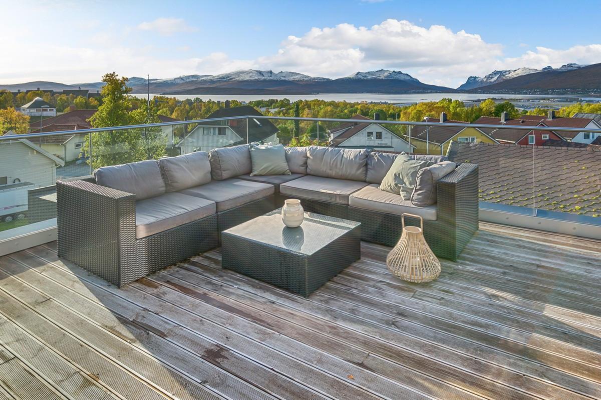 Fra terrasse kan man nyte meget gode lys- og solforhold