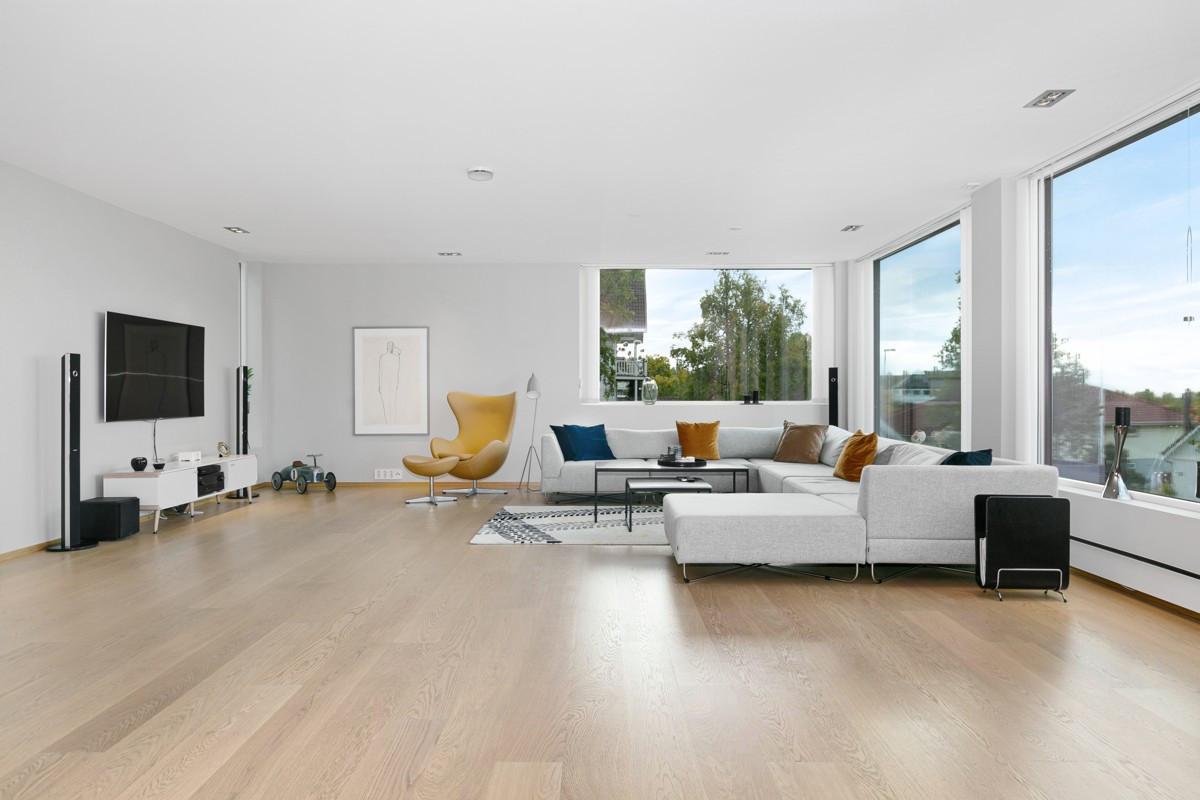 I stue er det god plass til møblering etter eget ønske
