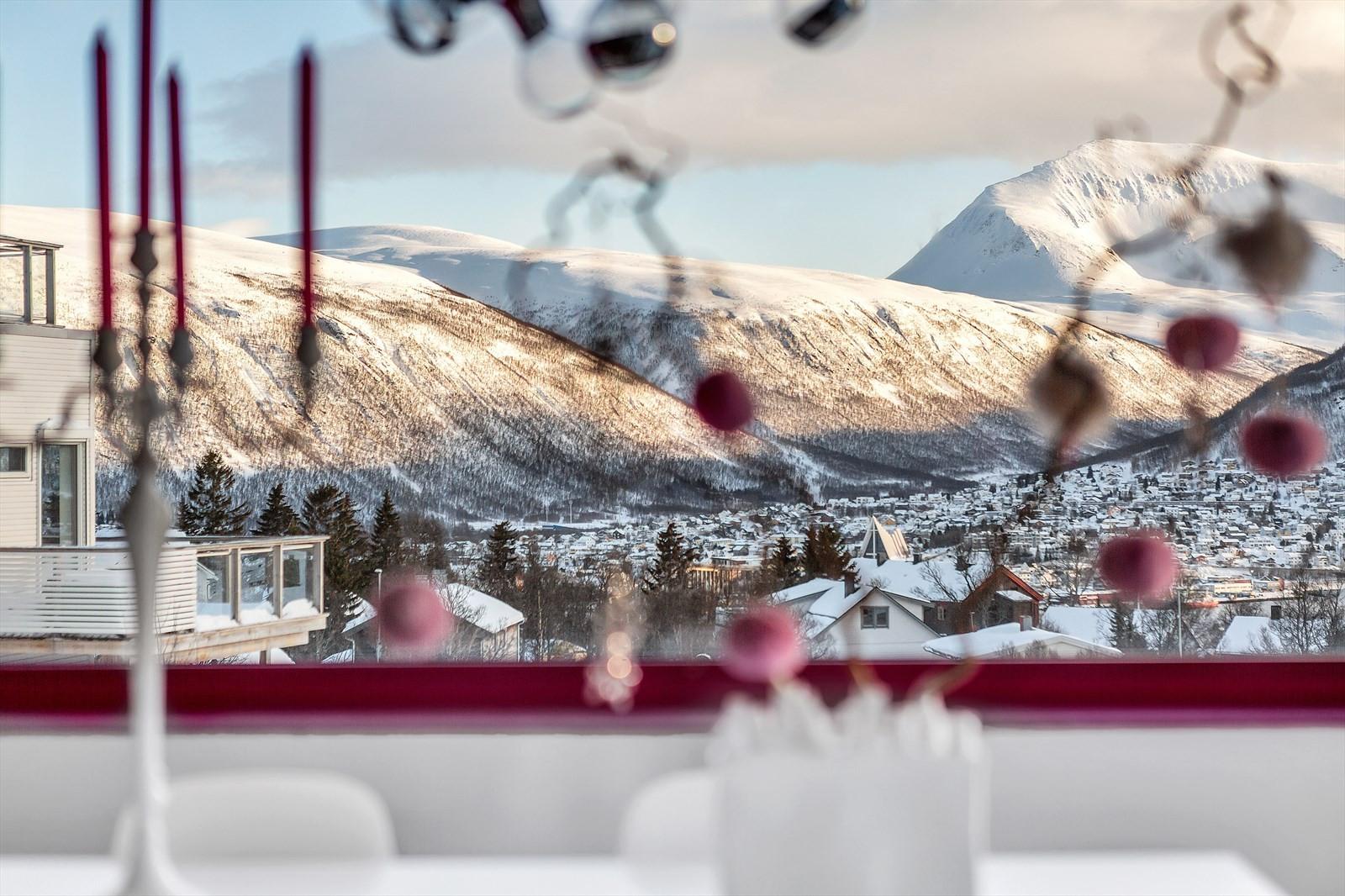Tromsdalstinden og Tromsdalen fra stuen