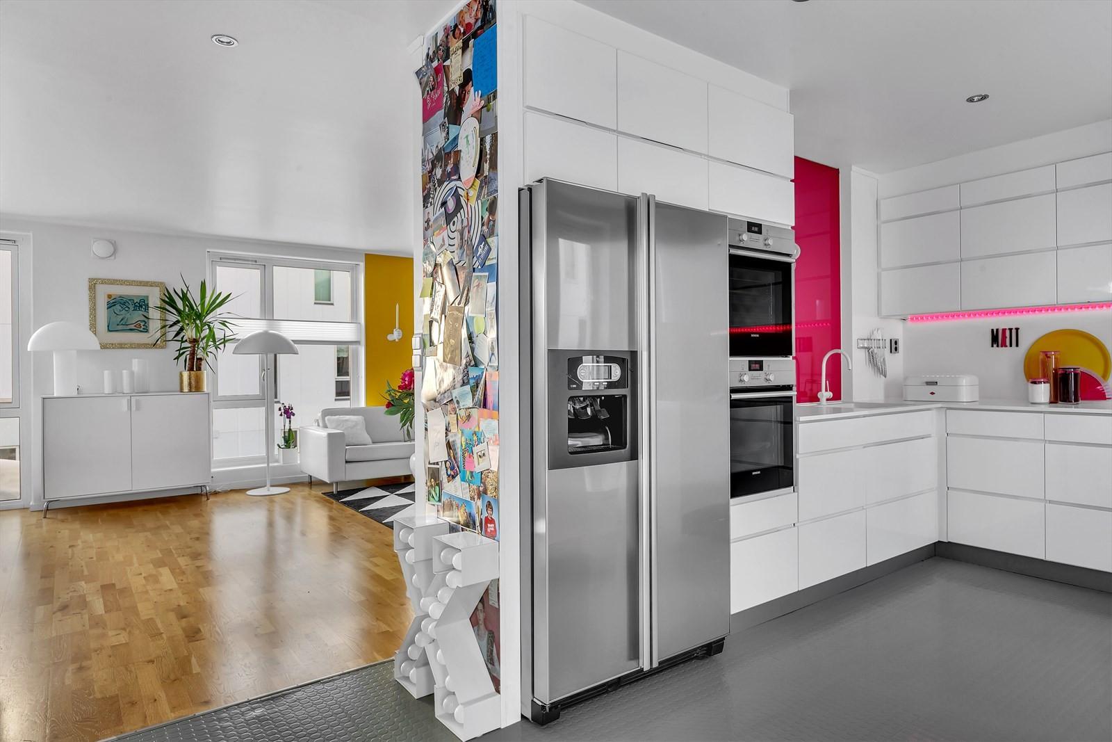 Kjøkken i åpen løsning, men skjermet fra stuen
