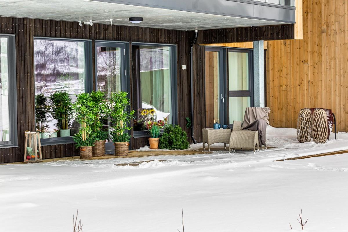 Bo og lev med gode sol- og lysforhold - helt uten biltrafikk og Hurtigrutens innseiling til Tromsøysundet