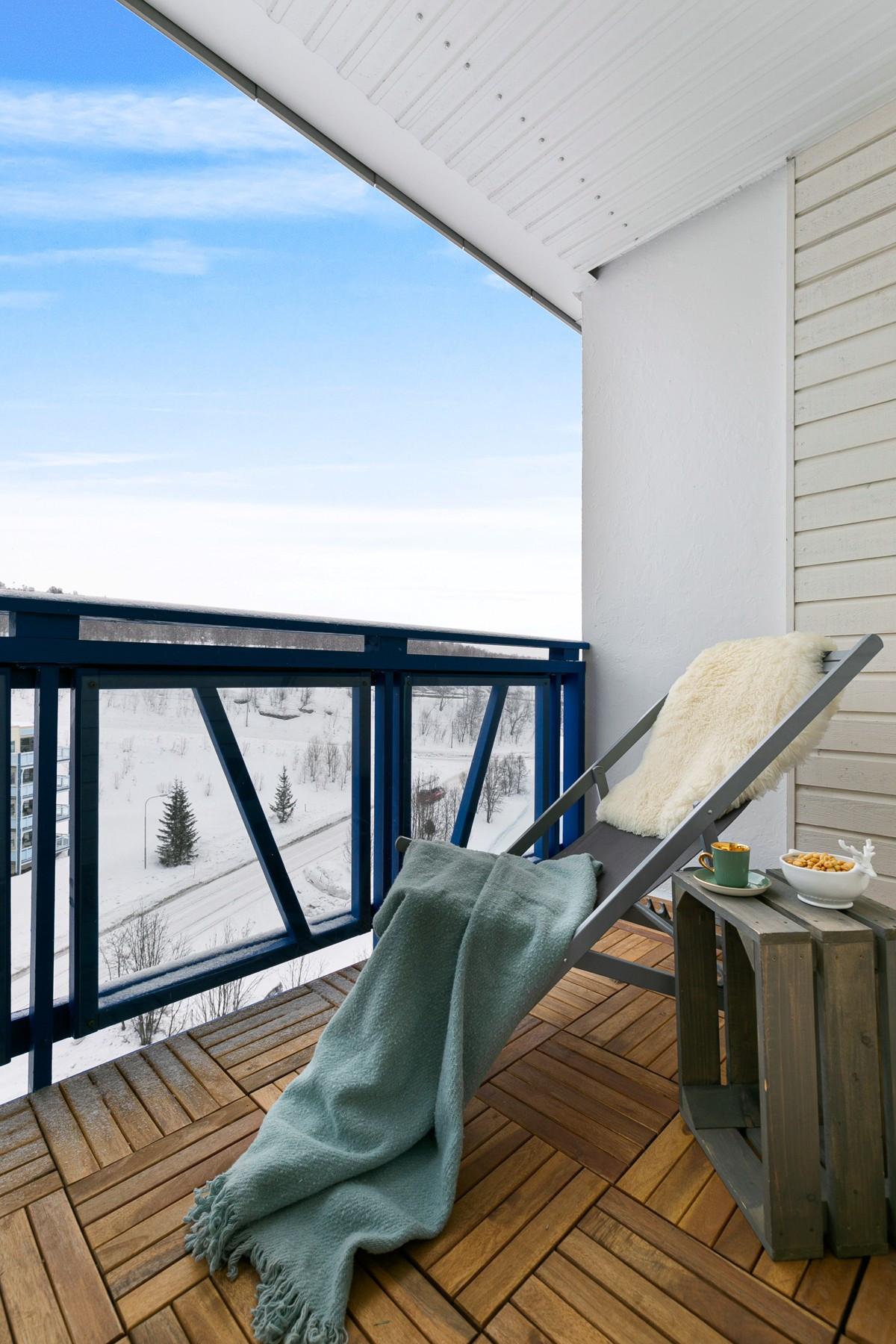 Fra soverom er det utgang til takoverbygd balkong