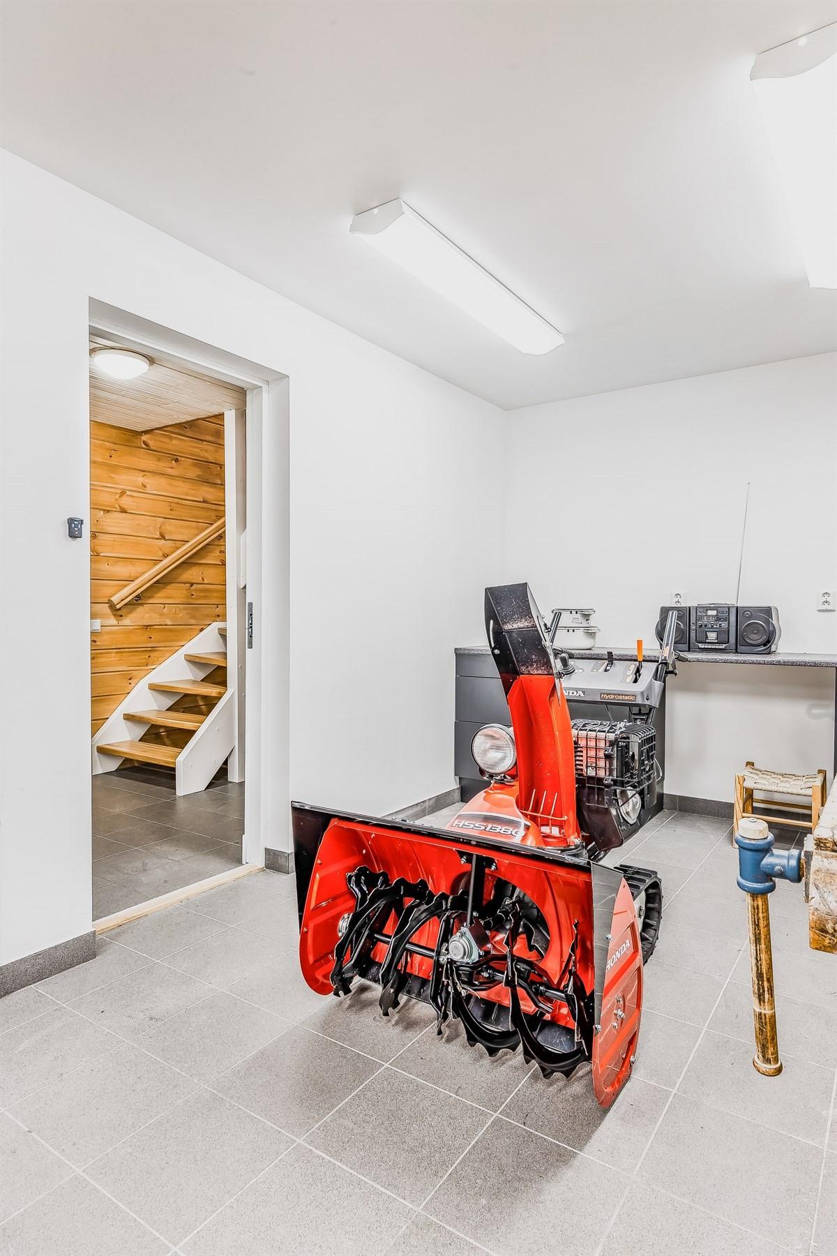 Praktisk inngang til boligen fra garasje