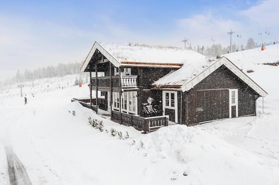Storodde - En meget praktisk familie hytte / 4 sov & 2 stuer   God bod plass - Romslig terrasse og mye mer. Kundetilpasninger forekommer ofte, ved hjelp av våre flinke arkitekter.