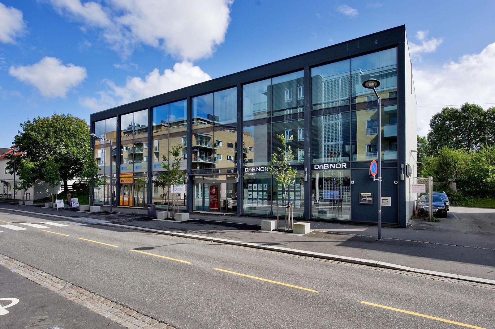 Moderne glassfasade mot Strømsveien