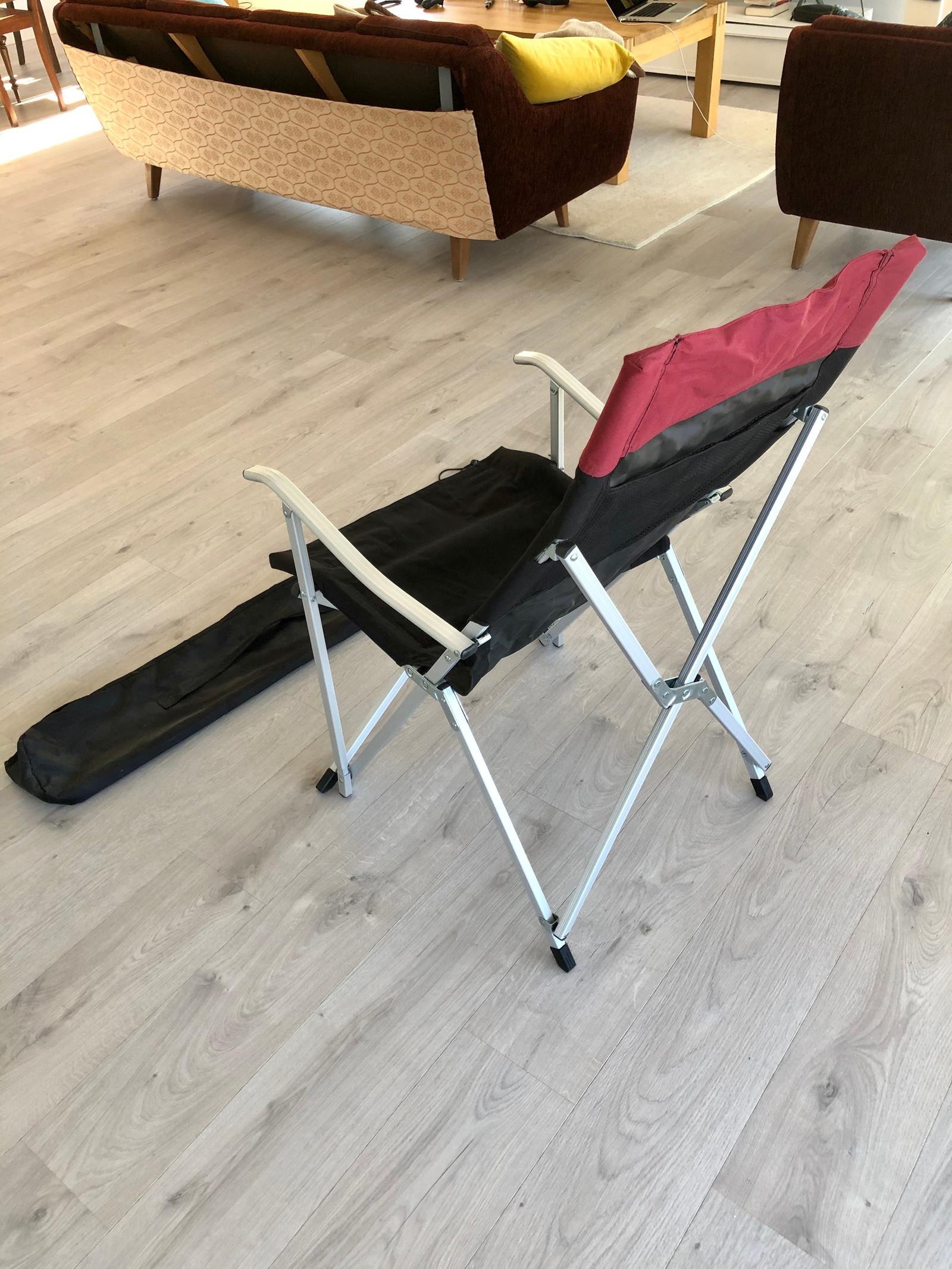 Solid, sammenleggbar stol med bærepose (nypris 350, )   FINN.no
