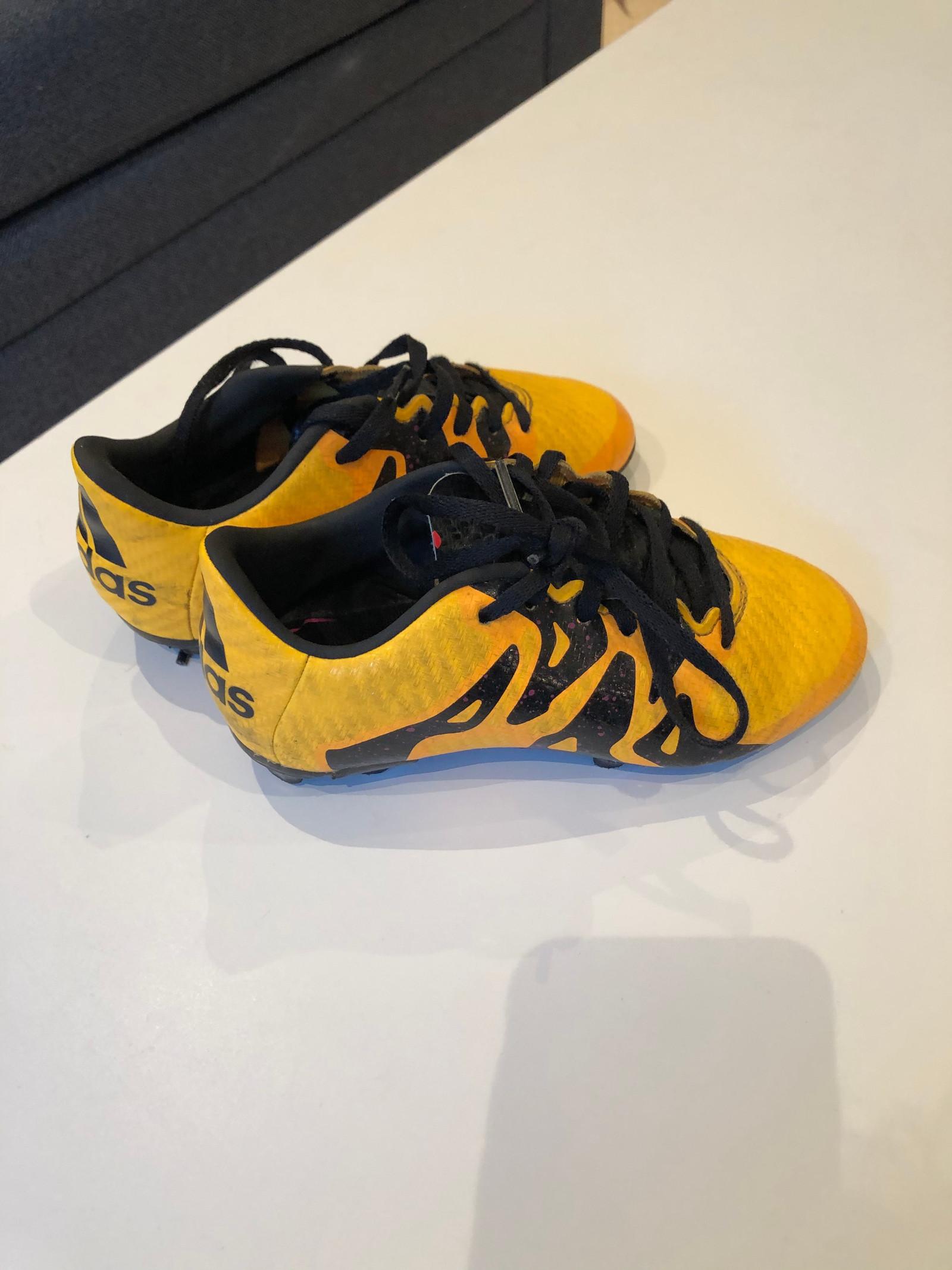 Sko til gutt, 28,5 31: Toms, Adidas, Kamik mm | FINN.no