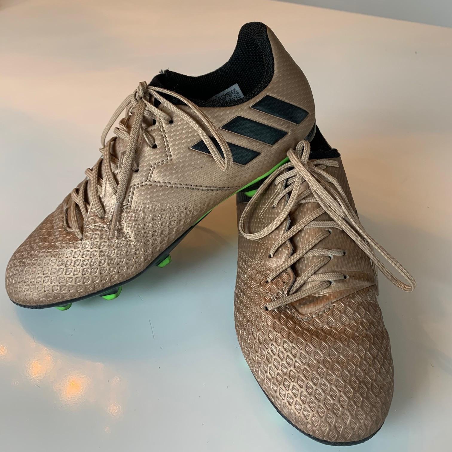 Fotballsko: Adidas Messi 16.3 gull str. 34 | FINN.no