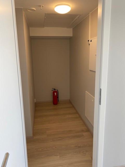 Stor innendørs bod. Det følger også med bod i underetasjen til leiligheten.